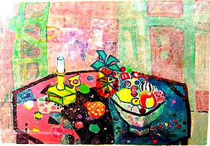 テーブルの上の燭台と果物籠